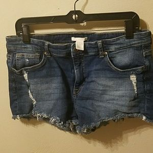 H&M distressed denim shorts size 12