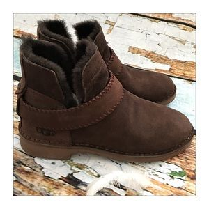 ✨UGG Water Resistant Booties Chocolate Suede✨