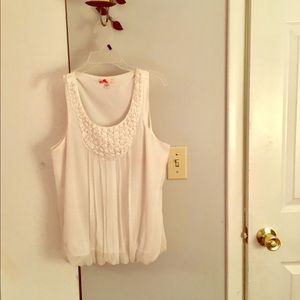 Beautiful sleeveless Ivory size Sm Top FOREVER 21
