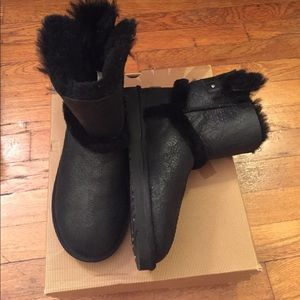 New with Box UGG Airehart Boot