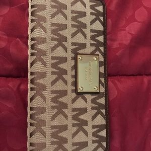 New with tag Michael Kors jet setter wallet