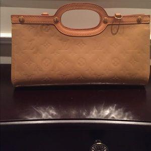 Louis Vuitton Cuir Verni patent leather tan clutch
