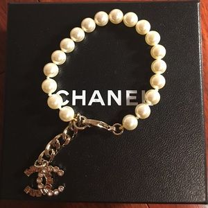 Chanel Strass Planet single strand pearl Bracelet