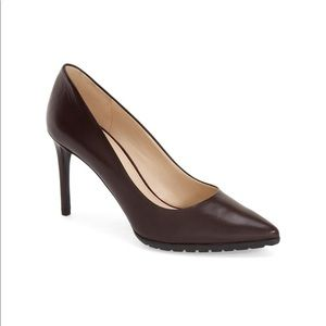 Issax Pointy Toe Pump