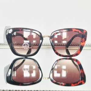 Juicy Couture Cat Eye, Sunglasses. Normal Size