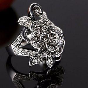 Women's Black Flower Crystal Ring