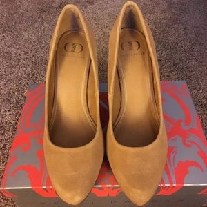 Kelsi Dagger Danelle Suede Shoe size 7.5