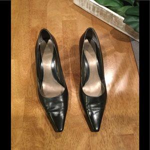 Bandolino kitten heel pumps Size 8