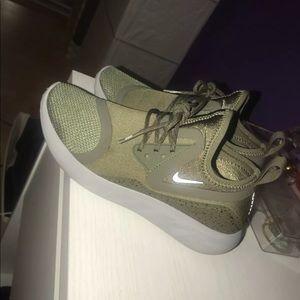 NIKE Women's Sneaker