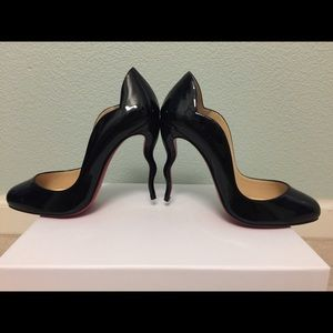Christian Louboutin Wawy Dolly Curve Heel