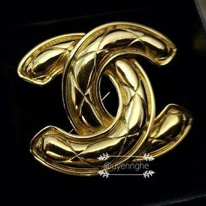 Chanel CC vintage brooch