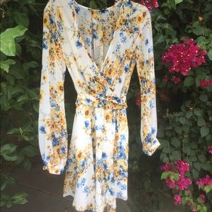 ❤️long sleeve dress w/yellow& blue flowers. NWT
