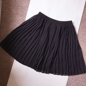 Uniqlo black pleated skirt