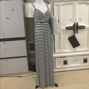 Stunning sexy maxi dress black and white 4-8
