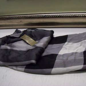 Burberry mega check scarf