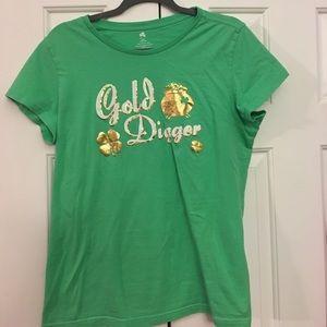 Lucky Shamrock tee Gold Digger green size 12-14