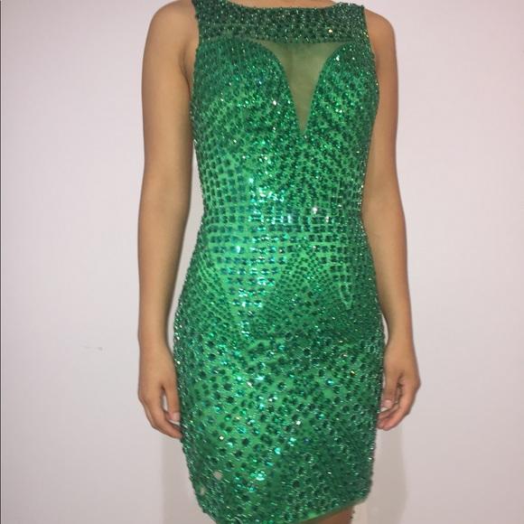 Sherri Hill Dresses - Emerald Green Sherri Hill cocktail dress size 2