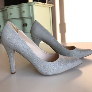 Ninewest grey pumps