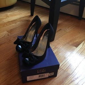 Stuart Weitzman ,peep toe with bow. Sz7