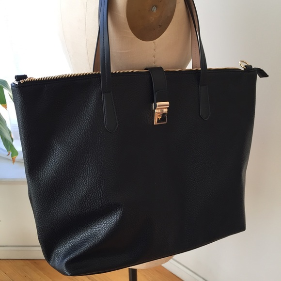 H&M Handbags - BRAND NEW LARGE H&M TOTE