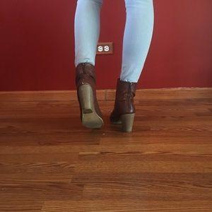 Loved brown booties!👢