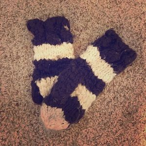 Abercrombie and Fitch Mittens