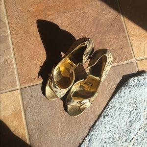 Beautiful gold Guess women's heels