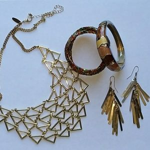 Jewelry - BUNDLE💥Bundle Gold Tone Jewelry