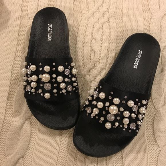 ef1667f02bdb Steve Madden Sandy Pearl Slide Sandals. M 59c678ee9c6fcf118f06f90d