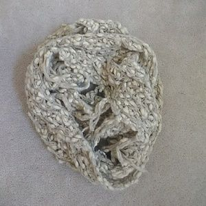 NWOT Urban Outfitters Popcorn Knit Circle Scarf