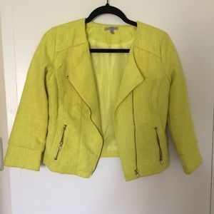 Jacket with quarter sleeves.