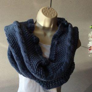 Smoked blue knit loop scarf