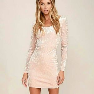 Small blush velvet longsleeve bodycon dress