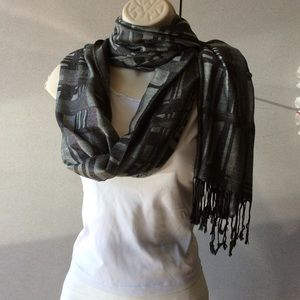 Black and gray scarf