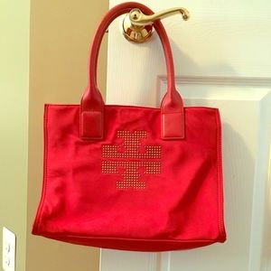 Gently used - like new. Tory Burch tote bag.