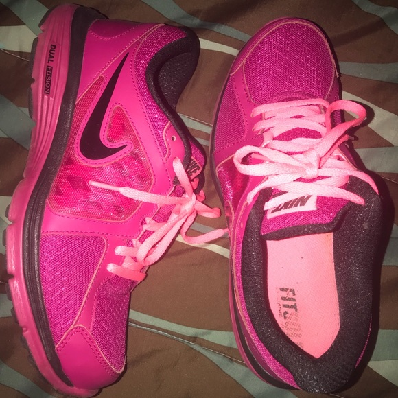 ladies, size 8, pink, nike dual fusion , like new