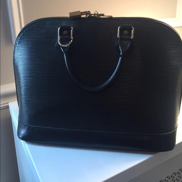 42d0219847b5 Louis Vuitton black epi bowling ball bag. M 59c688ab5c12f828e2073642
