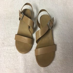 🌸$5/25 Tan cork wedges - Size 8