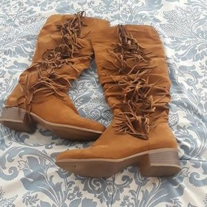 Frindge suede boots