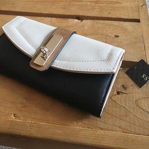 Guess wallet nwt