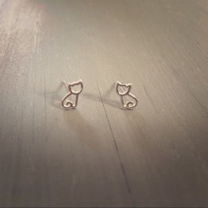🆕 Dainty Silver-Toned Kitten Earrings
