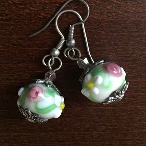 Earrings with ADORABLE flower detail