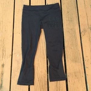 Lululemon Los Angeles black Capri leggings Size 6