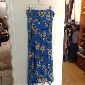 Long skirt or strapless dress
