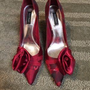 White House/Black Market heels 💕💕💕