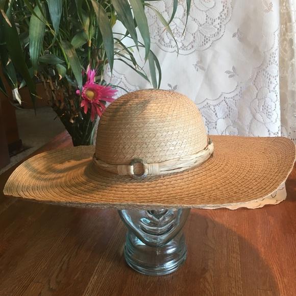 e586313913699 Liz Claiborne Accessories - Liz Claiborne Natural Straw Hat