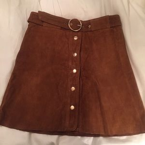 Tan suede high-waisted skirt—perfect for fall 🍂