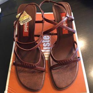 Used unlisted women's heel