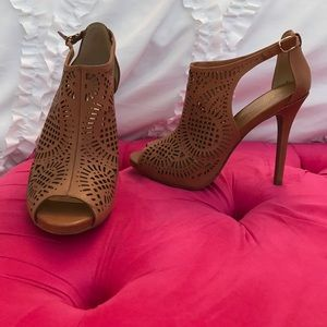 JESSICA SIMPSON brown cut out heels!