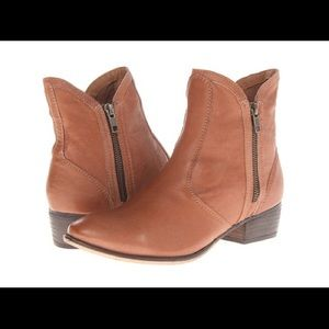 Seychelles woman's Lucky Penny Leather Boot!